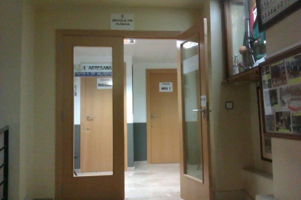Puerta acceso escuela
