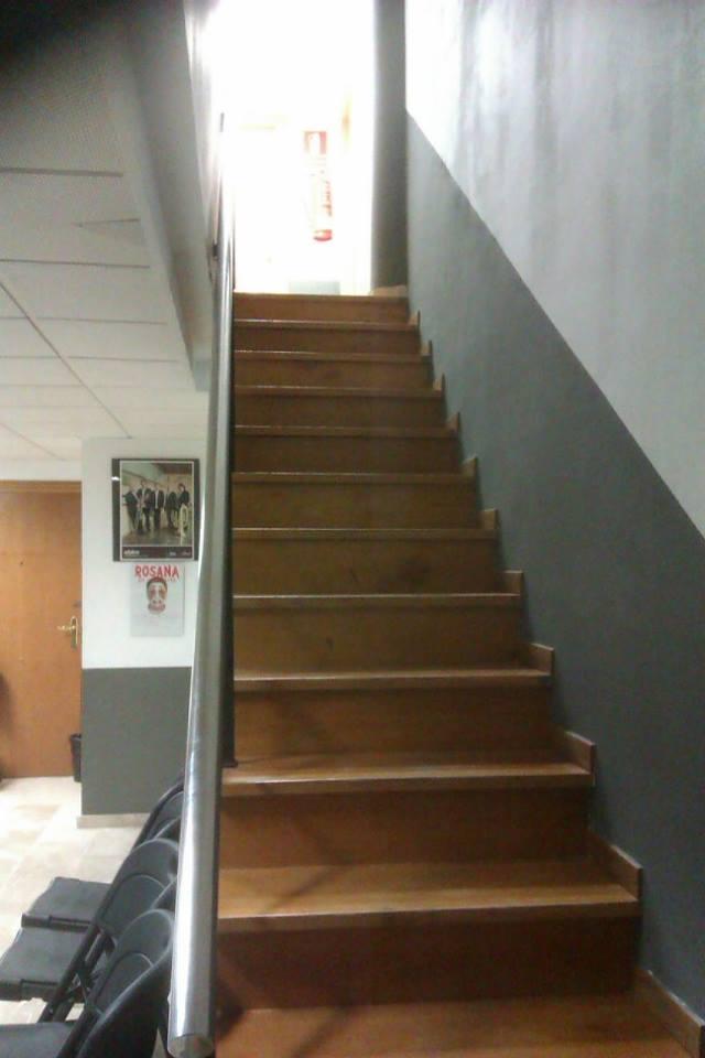 escalera acceso a cabinas de estudio