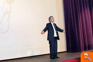 El mestre Salanova durant el concert homenatge que se li va dedicar en el TAC