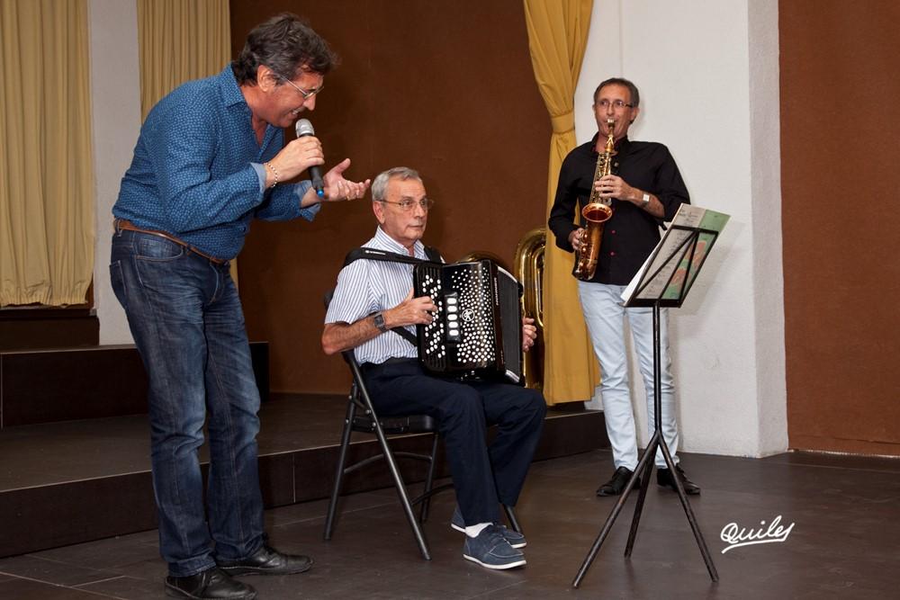 Intervencions musicals: Paco Madrid Calonge cantant imitant Dyango, Pascual Peris a l'acordió i Francisco Bort en el saxo